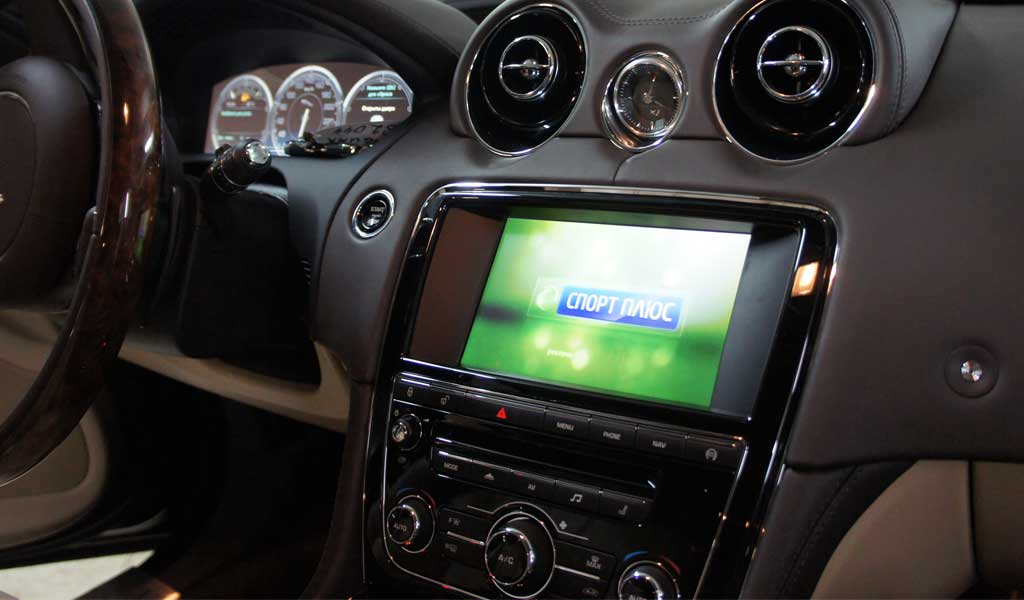 Установка цифрового телевидения DVB-T2 в Jaguar XJ