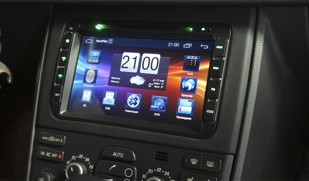 Замена штатной магнитолы в Volvo XC90 на 8 дюймовое головное устройство