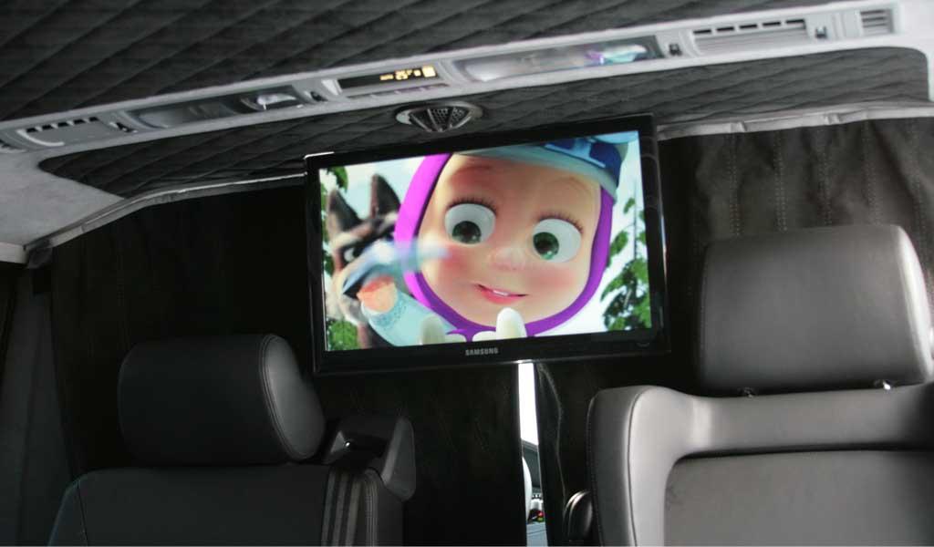 Перетяжка торпедо, сидений и потолка кожей и алькантарой, установка потолочного монитора Volkswagen Multivan