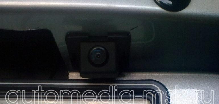 Установка парковочной камеры на Mitsubishi Outlander