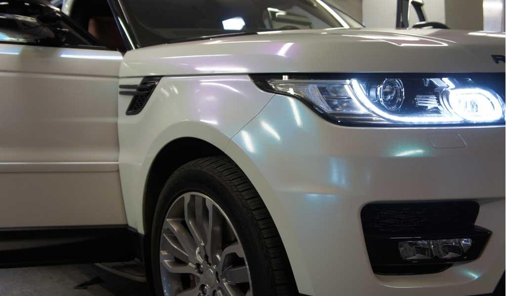 Бронирование автомобиля Range Rover Sport перламутровой пленкой