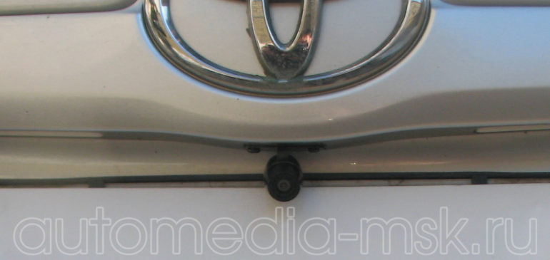 Установка парковочной камеры на Toyota Camry